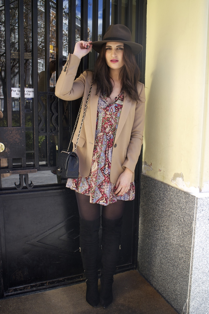 fashion pill dress camel blazer Zara chanel bag hat Paula Fraile amaras la moda fashion blogger2