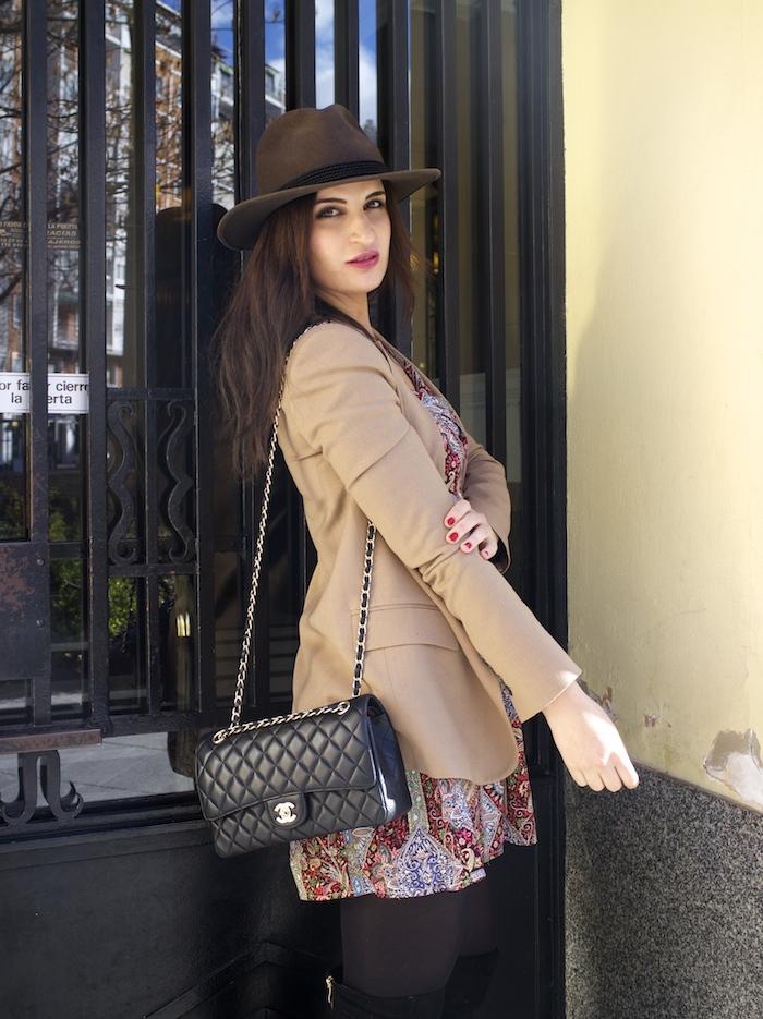 fashion pill dress camel blazer Zara chanel bag hat Paula Fraile amaras la moda fashion blogger3