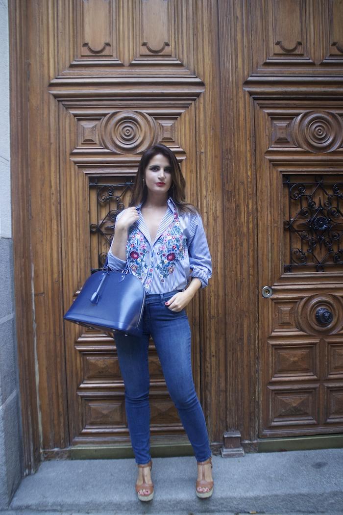 louis-vuitton-bag-alma-jbrand-jeans-zara-shirt-flores-bordadas-amaras-la-moda-paula-fraile-7