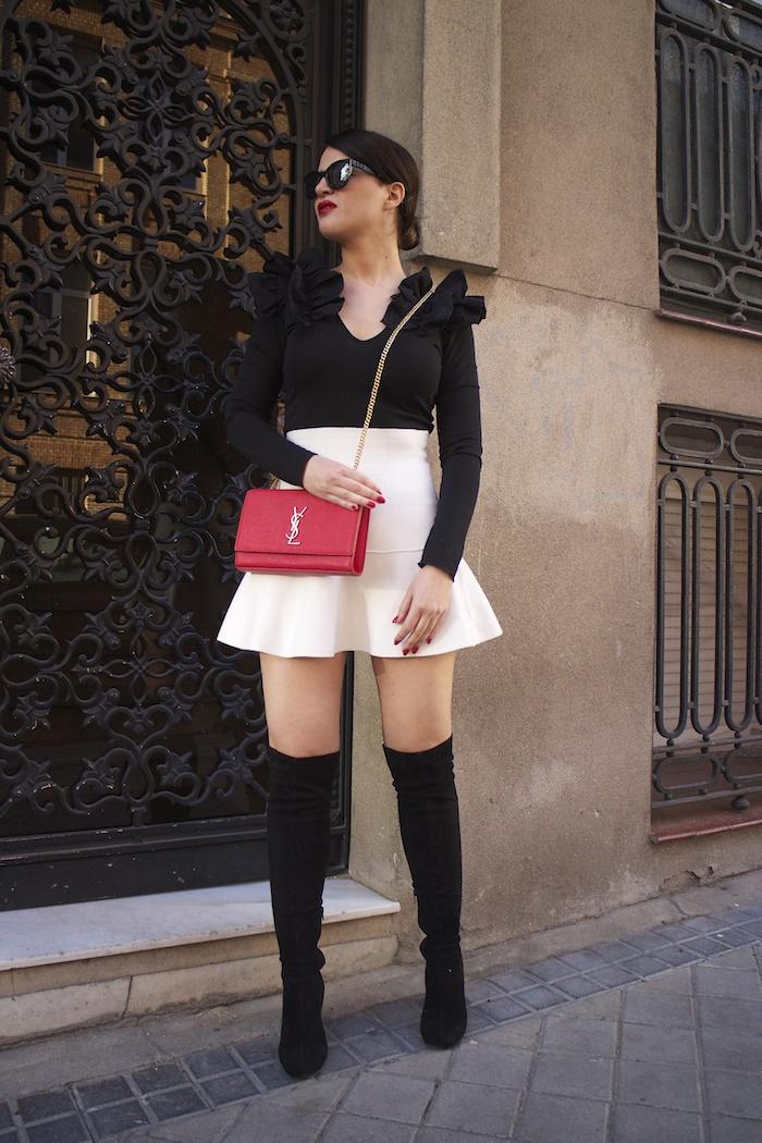 camiseta volantes hombro Zara zara blanca bolso yves saint laurent paula fraile chanel sunnies amaras la moda9