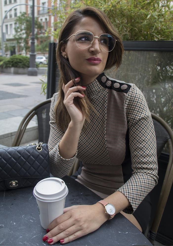 reloj rosefield vestido cuadros zara gafas rinivi amaras la moda paula fraile2