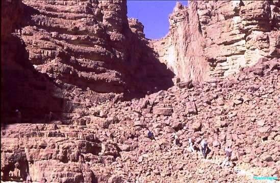 Climbing to the Tassili plateau
