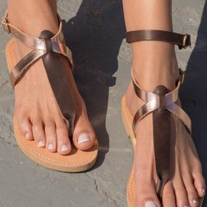 Designed with two adjustable straps with buckle closure, the Kleopatra are an extraordinary and very elegant pair of sandals which will embrace your foot and boost your attractiveness.