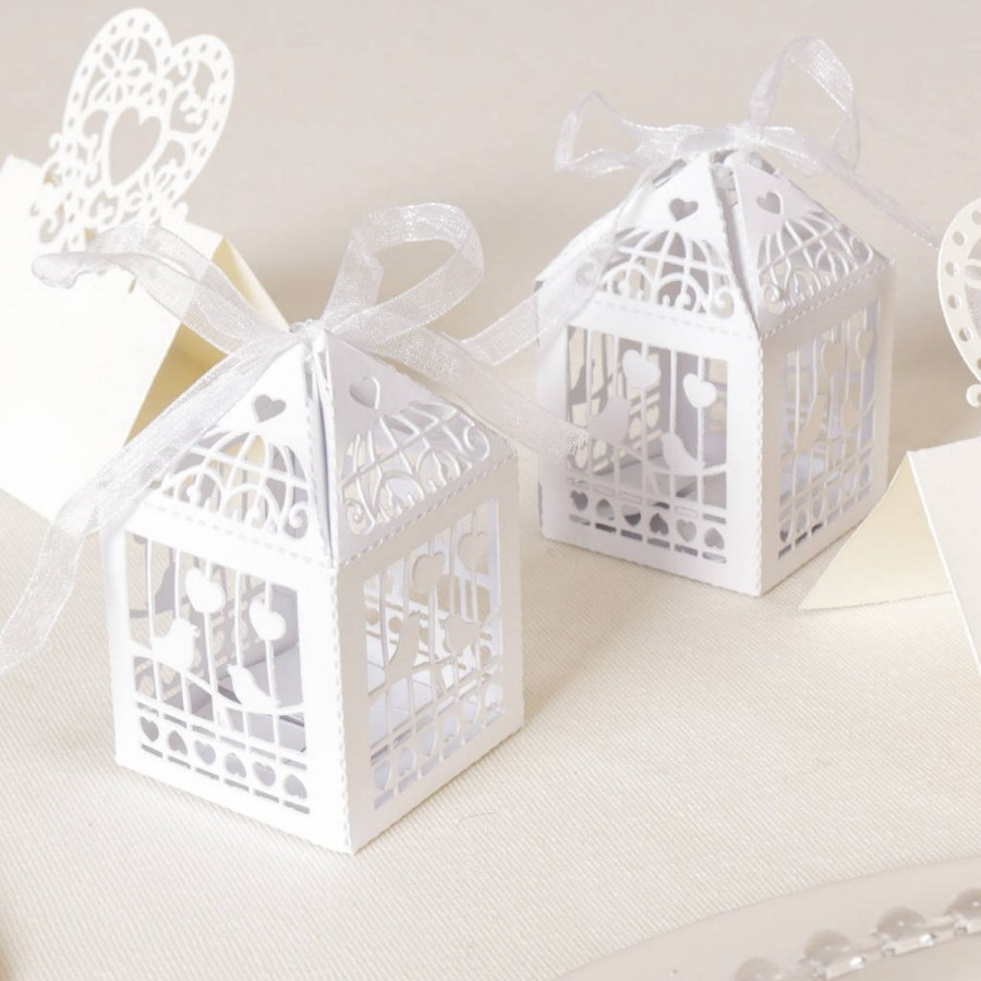 With these wedding favors boxes, your thank-you presents for guests will be special inside and out.