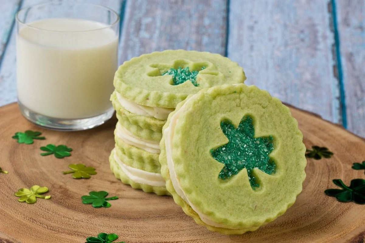 If you are looking for a fun and easy recipe to do with the kids, try these deliciously simple St. Patrick's Day Cookie Pops.