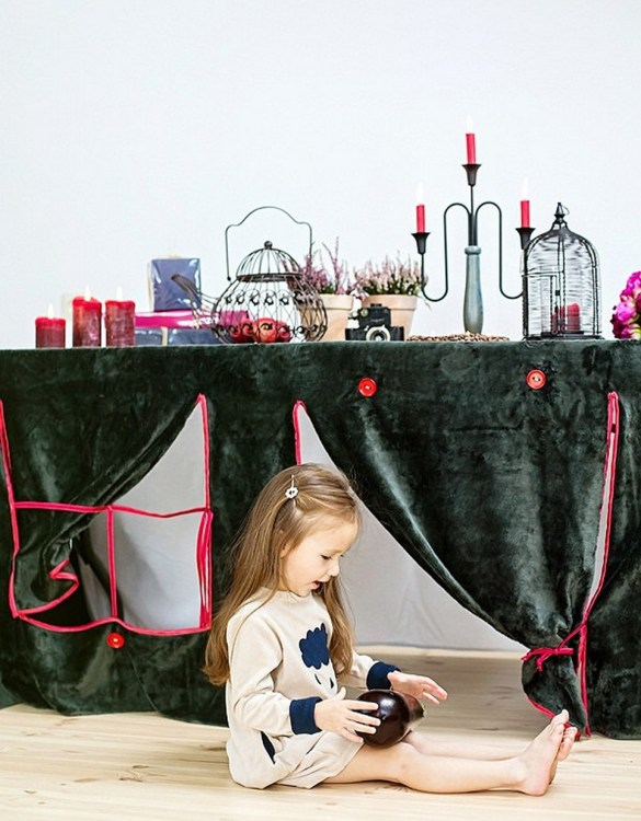 Perfect for any gathering whether it be an early morning breakfast, casual brunch or special occasion, the Depth Tablecloth Playhouse will seduce the youngest and stimulate storytelling and adventure.