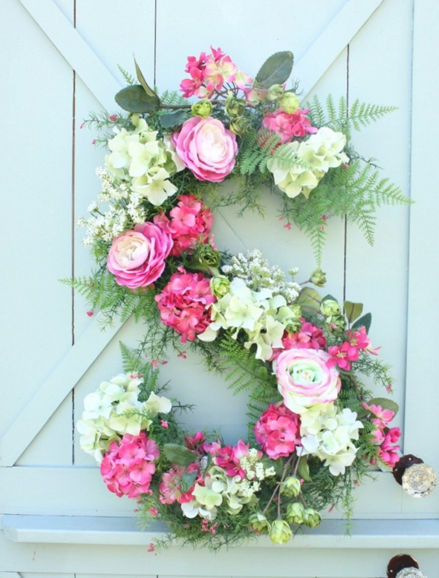 These wreath ideas will add a breath of fresh air to your front door.