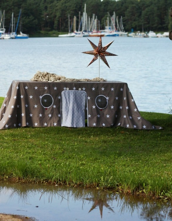 Perfect for any gathering whether it be an early morning breakfast, casual brunch or special occasion, the North Star Tablecloth Playhouse will seduce the youngest and stimulate storytelling and adventure.