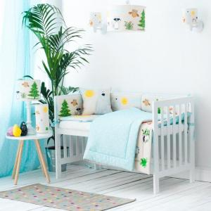 An incredibly useful and functional accessory for your baby's cot, the Forest Friends Crib Bumper ensures a cosy and soft environment for your baby.