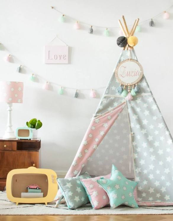 The perfect setting for imaginative play, the Pink & Grey Stars Children's Teepee is as good to look at as to play in. It can easily be used inside your home or in the garden as well as on the terrace.