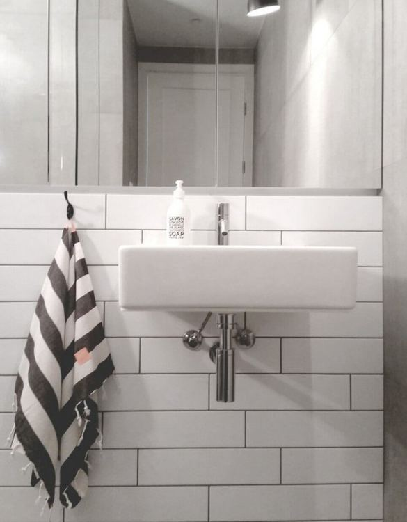 More absorbent and lighter than classical towels, the Sea Kitchen Hand Towel looks great in a bathroom or kitchen. This towel would make a truly special gift.