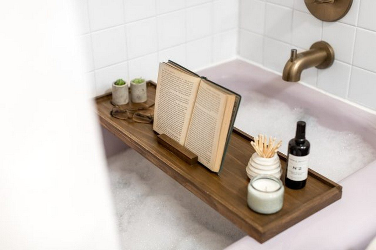 A bath caddy or tray is a necessary piece to make your bath luxurious and spa-like: put there your tablet, smartphone, reader, a book, a candle and a glass of wine to enjoy!