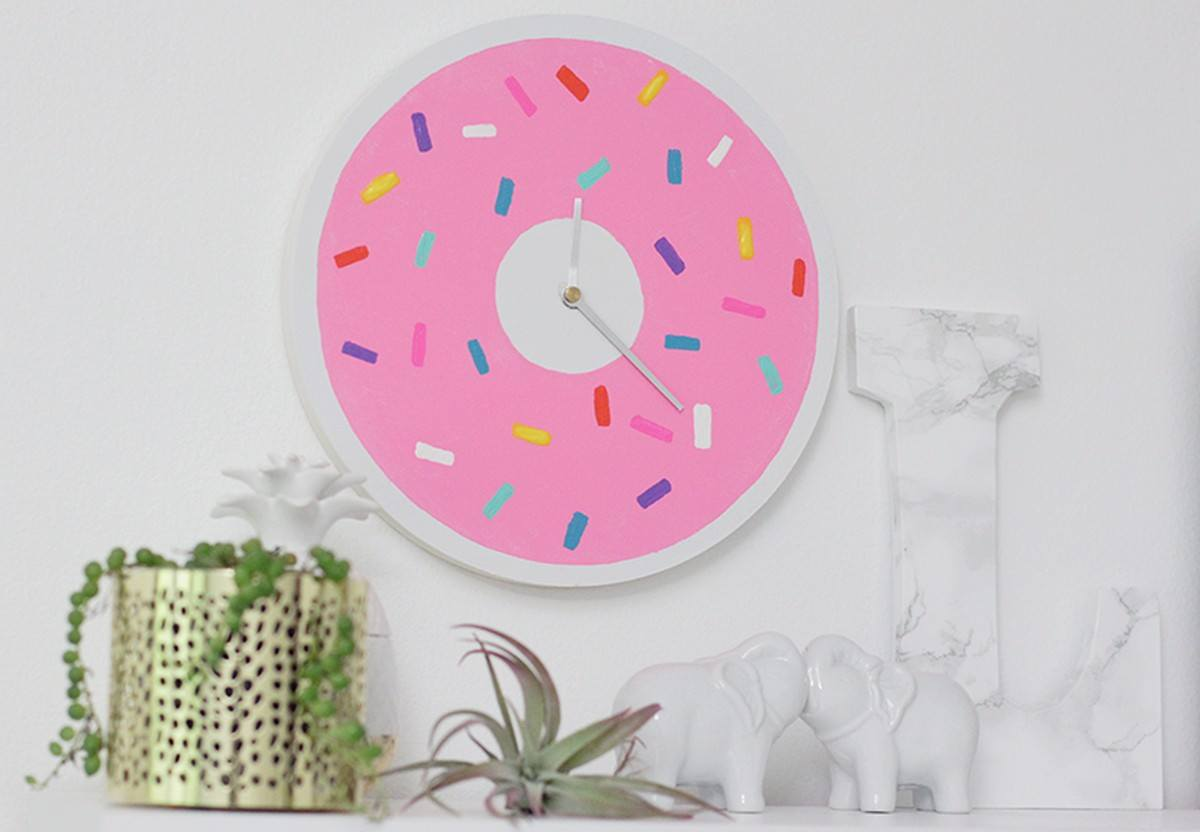 Our kids' enthusiasm about telling the time has made us decide that not having clocks around is just plain unacceptable, so we've decided to fix that problem… by using our DIY skills, of course!