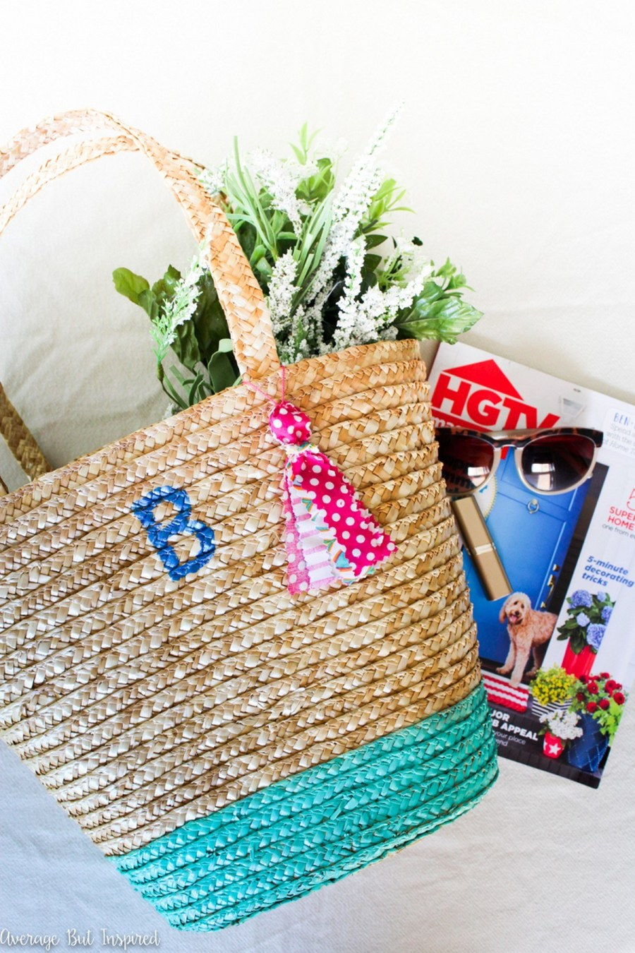 These DIY Valentine's Day tote bags are perfect as a V-Day gift bag, something for your kids to put their Valentines in, or even as a gift all on its own.