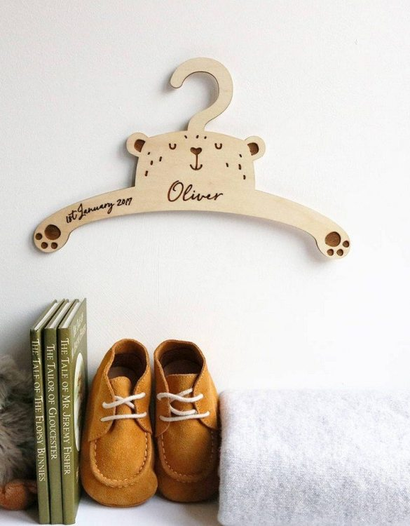 A sweet way to hang your baby clothes or to use as an everyday storage solution, the Little Bear Baby Coat Hanger adds a touch of elegance to your wardrobe or downstairs coat closet.