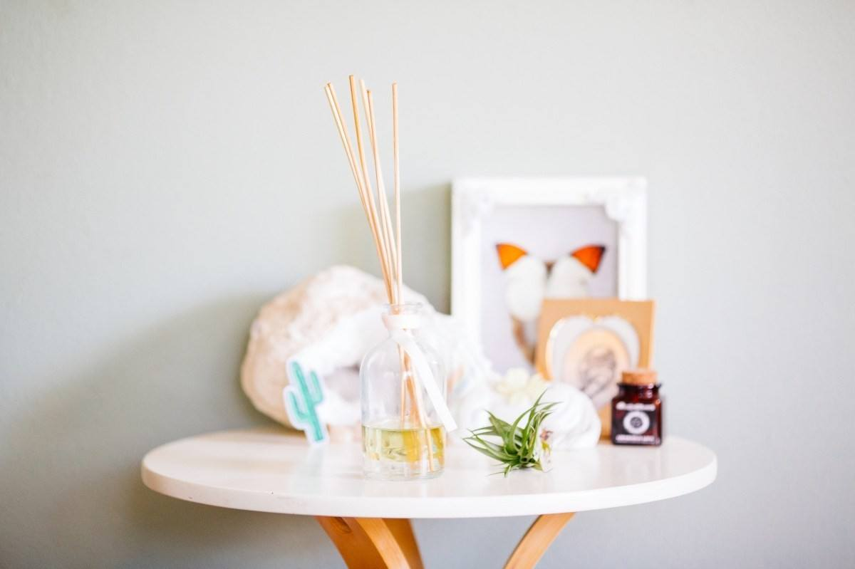 Making your home smell amazing isn't difficult at all: you may use aroma candles, room sprays and potpourri and many other items.