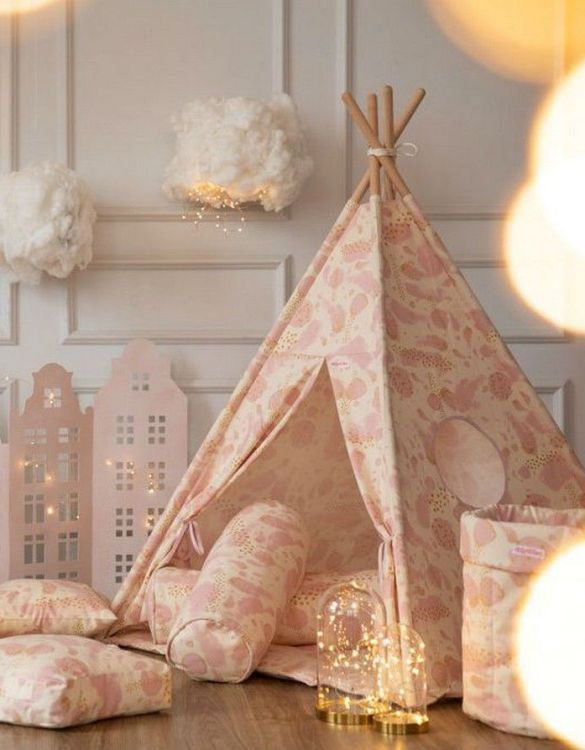 Let your little ones create their own little world with the Gold Hearts Children's Teepee Set. It creates the perfect setting for imaginative role play providing endless hours of fun.