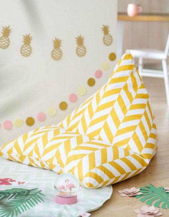 The perfect choice for toddlers and small children, the Mustard Herringbone Children's Bean Bag is awesome to rest, sit on it while watching tv, gaming or reading a book!