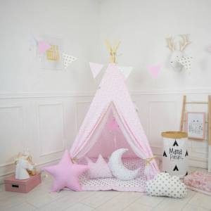 A perfect hideaway for tiny people, the Golden Stars Children's Teepee Tent gives your little one the space they need to let their imagination flow.