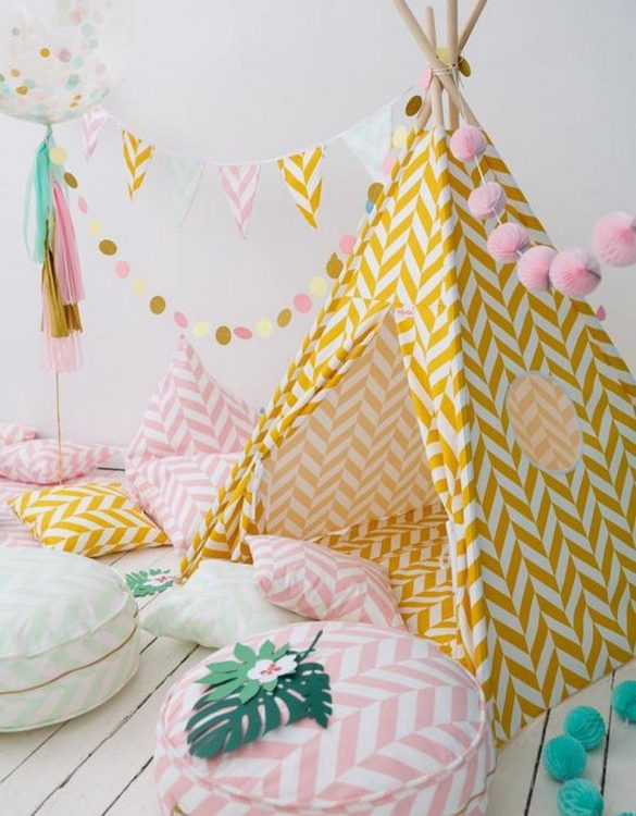 Let your little ones create their own little world with the Mustard Herringbone Children's Teepee Set. It creates the perfect setting for imaginative role play providing endless hours of fun.