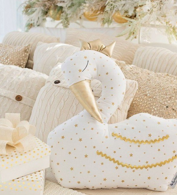 A unique way to show somebody just how much you care, the White Swan Baby Cushion is a truly unique occasional gift for your favourite little person to treasure for the years to come.