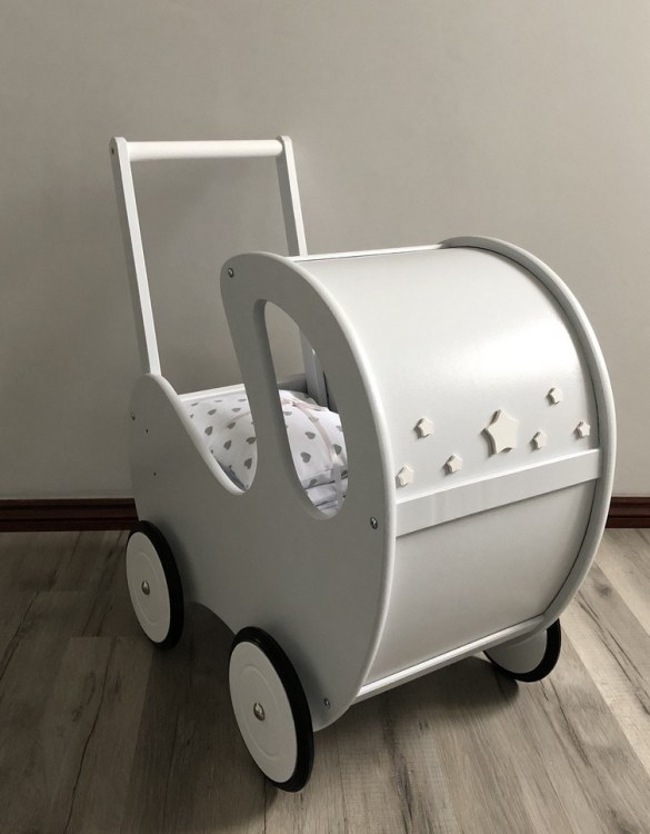 Perfect for taking dolly or teddy for a walk, the Handmade Wooden Doll Pram Grey Stars will parkle your child's imagination and create hours and hours of play! This gorgeous wooden pram is perfect for little girls to take their favourite dolls for a ride, it has rubber wheels and is suited to younger children.