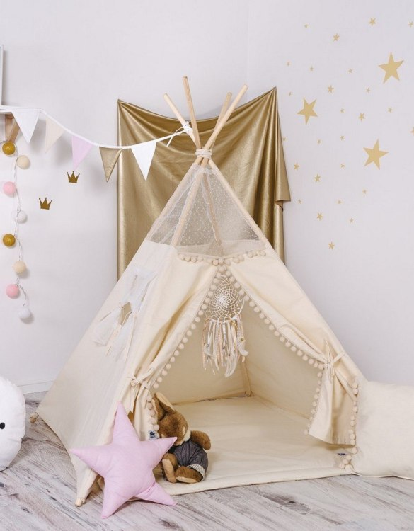 Give your little one the space they need to let their imagination flow with the Child's Teepee Set Ball's Mist. This handcrafted children's teepee tent is a versatile play space which is as beautiful as it is fun.