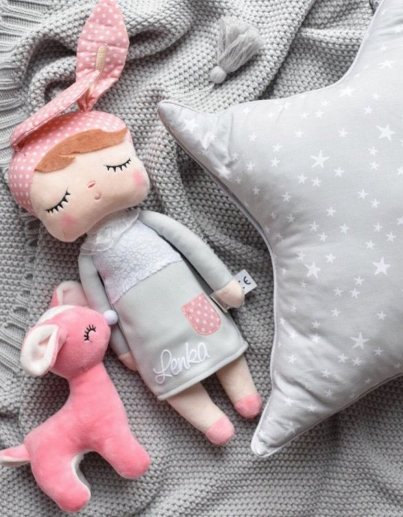Perfect to capture the essence of an idyllic childhood, the Personalised Metoo Doll Grey makes the perfect gift for your little one. This personalised baby doll is a really popular gift for little girls and is suitable for newborn babies too.