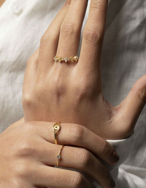 A truly luxurious gift for a friend, or a special treat for yourself, the Queen Gold Ring is a cool way to show a little love. It would be a perfect anniversary, Christmas or birthday gift.