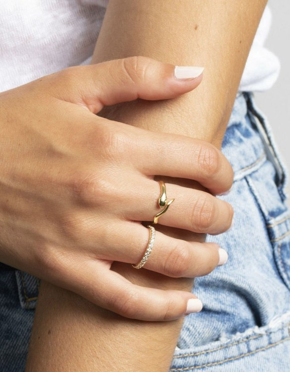 A truly luxurious gift for a friend, or a special treat for yourself, the Snake Gold Ring is a cool way to show a little love. It would be a perfect anniversary, Christmas or birthday gift.