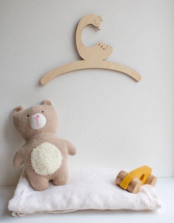 A sweet way to hang your baby clothes or to use as an everyday storage solution, the Little Duck Child's Wooden Coat Hanger adds a touch of elegance to your wardrobe or downstairs coat closet.