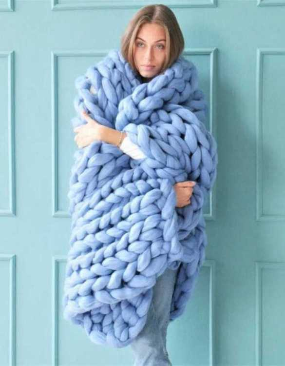Super soft, the Baby Blue Chunky Knit Blanket is the perfect addition for any contemporary home and makes it perfect for naps or night time.