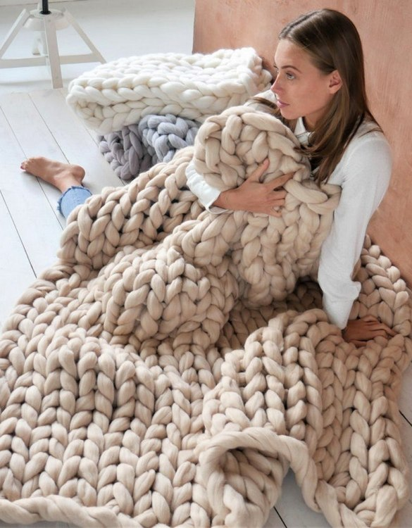 Super soft, the Beige Chunky Knit Blanket is the perfect addition for any contemporary home and makes it perfect for naps or night time.