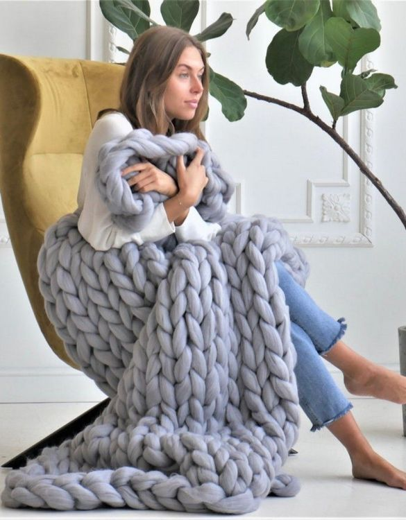 Super soft, the Grey Chunky Knit Blanket is the perfect addition for any contemporary home and makes it perfect for naps or night time.