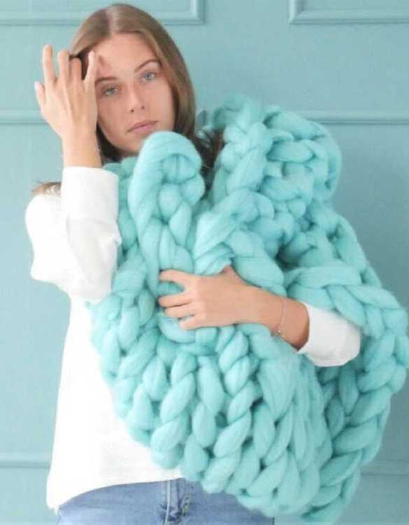 Super soft, the Mint Chunky Knit Blanket is the perfect addition for any contemporary home and makes it perfect for naps or night time.