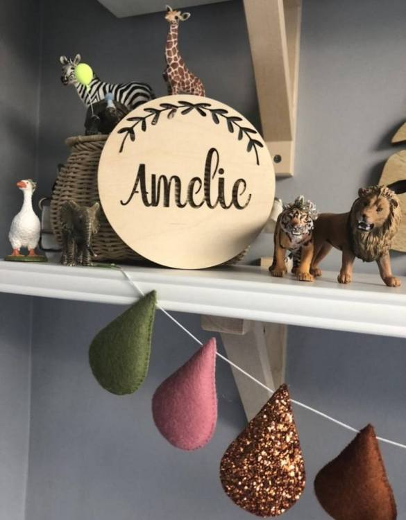 Featuring an intricately engraved design, the Personalised Name Leaf Plaque is the perfect accessory for a child's nursery or bedroom as well as being a thoughtful gift.