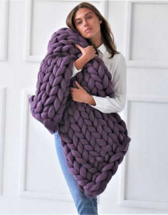 Super soft, the Purple Chunky Knit Blanket is the perfect addition for any contemporary home and makes it perfect for naps or night time.