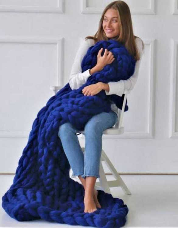 Super soft, the Royal Blue Chunky Knit Blanket is the perfect addition for any contemporary home and makes it perfect for naps or night time.