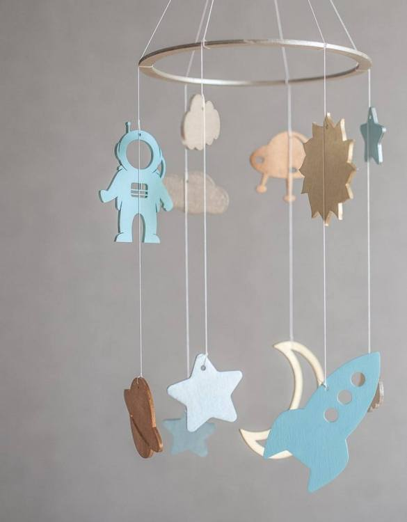 A perfect addition to any baby's room, the Space Baby Mobile enchants children's eyes and escorts them into the land of dreams. This enchanting neutral gender baby mobile is sure to delight any child and will make the cutest addition to a woodland themed nursery decor.