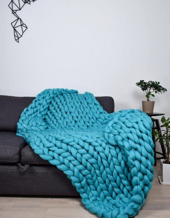 Super soft, the Turquoise Chunky Knit Blanket is the perfect addition for any contemporary home and makes it perfect for naps or night time.