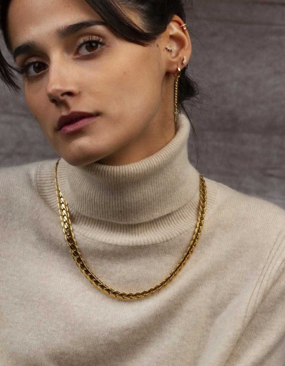 With a sleek, minimal and contemporary design, the Cuban Link Gold Necklace is the perfect everyday accessory for effortless elegance. This special sterling silver necklace has been designed to represent happiness, so whoever wears can be set on the path to joy.