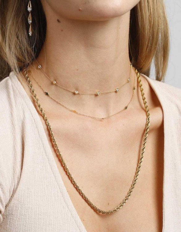 With a sleek, minimal and contemporary design, the Domino Gold Necklace is the perfect everyday accessory for effortless elegance. This special sterling silver necklace has been designed to represent happiness, so whoever wears can be set on the path to joy.