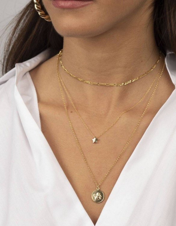 With a sleek, minimal and contemporary design, the Estrella Gold Necklace is the perfect everyday accessory for effortless elegance. This special sterling silver necklace has been designed to represent happiness, so whoever wears can be set on the path to joy.