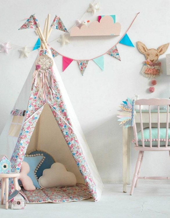 Add a pop of colour with the Forget Me Not Pennant Garland. A colourful finishing touch for your nursery or child's room, living space or to celebrate a party! The perfect size for decorating a shelf or mantle.