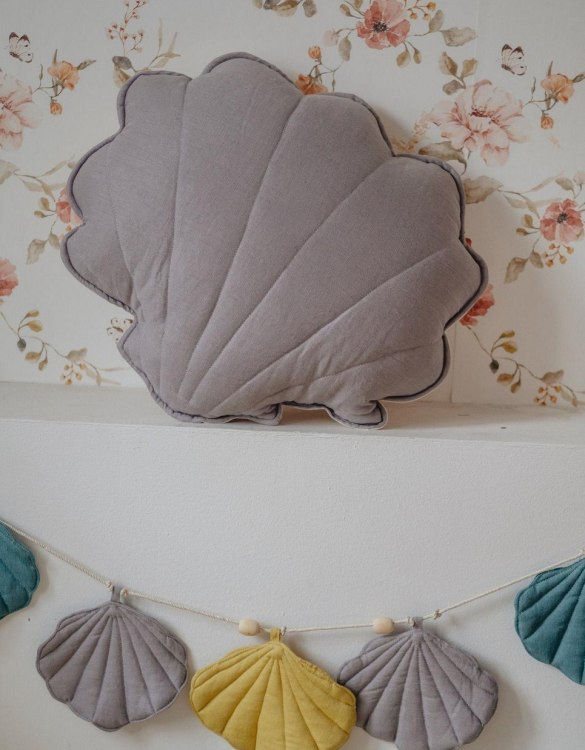 A great way to brighten up your child's room, the Gray Linen Shell Cushion is perfect for colour lovers young and old, equally at home in an eclectic living room or a teenage bedroom. Brighten up your child's room or play space with this playful and charming character.