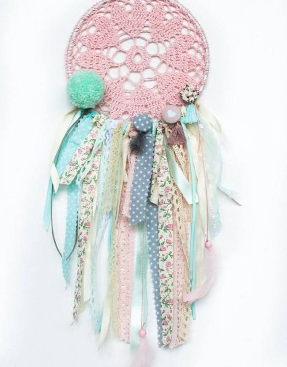 Perfect for a nursery or child's bedroom, the Mint Heart Handmade Dream Catcher looks great as a new baby gift or to hang in the baby's nursery. Dream catchers are totems that represent good energy, and neutralize negative energy at home.