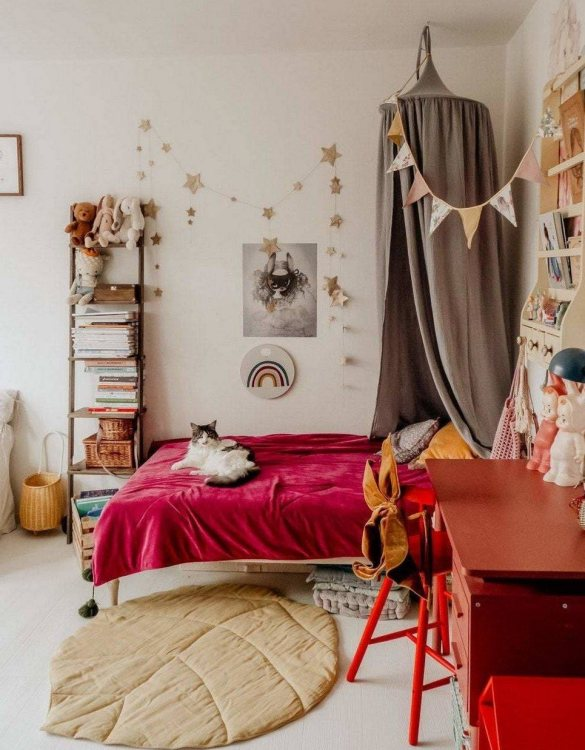 Create a safe fairytale-like environment for little ones with the Pigeon Gray Children's Bed Canopy. This canopy will suspend neatly above your child's bed or in the corner of room decoration for a baby, to create the perfect space for reading and playing.