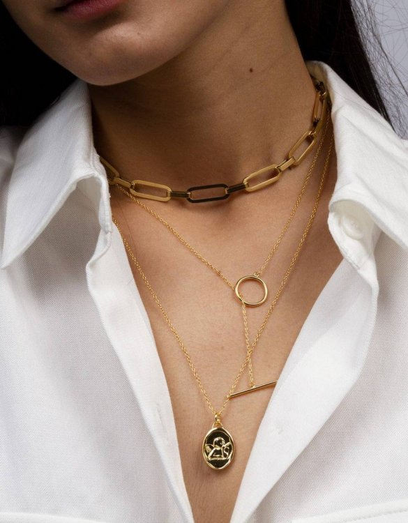 With a sleek, minimal and contemporary design, the Plaisir Gold Necklace is the perfect everyday accessory for effortless elegance. This special sterling silver necklace has been designed to represent happiness, so whoever wears can be set on the path to joy.