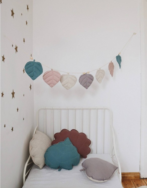 Add a pop of colour with the Spring Dream Leaf Nursery Garland. A colourful finishing touch for your nursery or child's room, living space or to celebrate a party! The perfect size for decorating a shelf or mantle.
