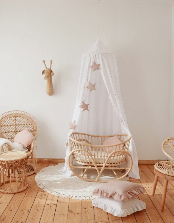Create a safe fairytale-like environment for little ones with the White and Gold Children's Bed Canopy. This canopy will suspend neatly above your child's bed or in the corner of room decoration for a baby, to create the perfect space for reading and playing.